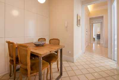 Spaceful and refurbished apartment in the centre of Barcelona